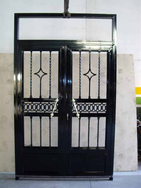 Trabajos puertas de calle y garaje metalugon daimiel for Modelos de puertas de calle